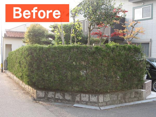 育ちすぎて道に貼り出していた生垣は、手入れ不要のエコ竹垣に。取り除いた生垣はリサイクル処理業者により堆肥に生まれ変わります。